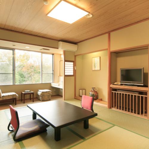 「トイレ付」のお部屋一例。オプションにて夕食グレードアップ、貸切温泉風呂等を承ることが可能です。