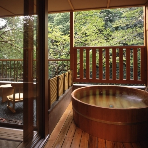 「檜風呂」一例。お部屋と同じく、ご指定は承っておりませんので、ご了承の程お願いいたします。