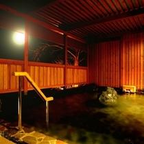 夜間の露天風呂では、田舎らしい自然の音と、凛とした空気を味わいながら、ゆっくりご入浴頂けます。