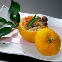 『柚子釜盛り』…一人前630円。10月下旬からご提供を予定。お部屋いっぱいに柚子の香りが広がります。