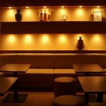 カラオケルーム「虎の尾」。(20:00-23:00) 2名〜20名までご利用可能。1室のみ。