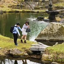 【盛岡城跡公園】盛岡城の石垣が残る憩いの場としても人気の公園。当館より徒歩3分の距離