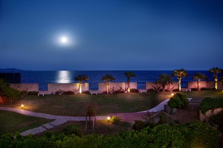 満月の日のムーンロード ガーデンからの眺め