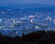 九十九島と佐世保市街地を一望に見渡せる展望台です。