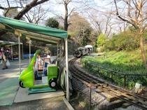 遊園地の豆汽車1