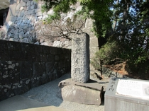 常盤木門碑