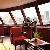 ファンタジー号の船内から海を見渡す♪