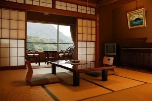 和室8畳+広縁、絶景の阿賀野川沿い(ウォシュレット付)
