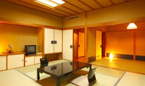 本館客室(10畳+6畳2間続き 食事処P)