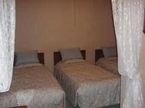 3人ルームのベッドルーム