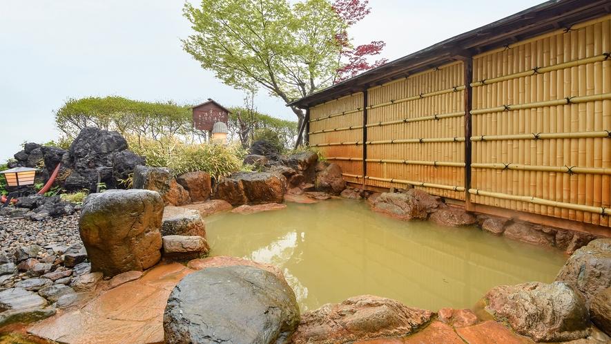 *【露天風呂】大浴場:ながめの湯 ※黄金の湯を源泉かけ流し※