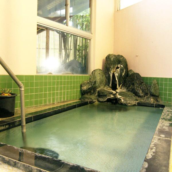 ◆大浴場◆広々とした内湯です。ゆったりと肩まで浸かれば、やわらかいお湯をからだいっぱいに感じます。