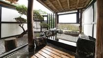 *貸切半露天一例『夏の湯』浴槽と眺望。