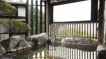 *『夏の湯』開放感のある貸切風呂。