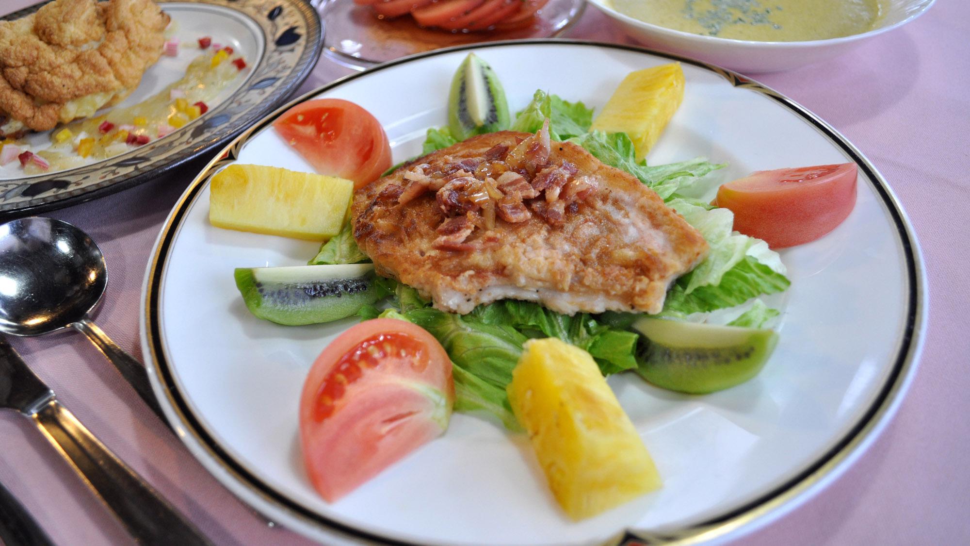 【夕食】地元白馬で育った「白馬ポーク」を使ったお肉料理です