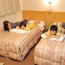 【ファミリー】ベッドでごろん