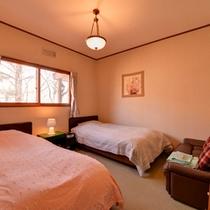 *ツインBT付(客室一例)/窓から入る光が室内を明るく。朝はやさしい自然光でお目覚め下さい。