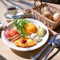 自然を感じて食べる朝食は一味違います。