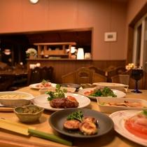 *お食事処/季節の旬と地元の食材を活かした、オーナー自らが腕を振るうお料理に舌鼓。