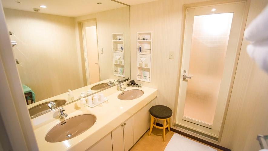 クァルテットルームには洗面台が2つ!朝の忙しい時間も◎