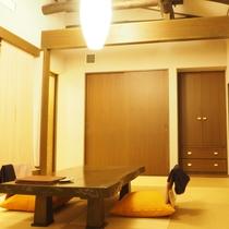【別館さくら】リビングの天井は高く、梁が風情を感じさせます!