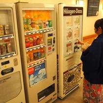 【温泉】湯上がり処には自動販売機(飲み物、お酒、アイス)がございます!