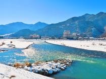 千曲川のほとり 戸倉上山田温泉冬景色