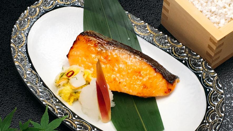 朝食日替わりメニュー:あさま仕込みの銀鮭塩麹焼