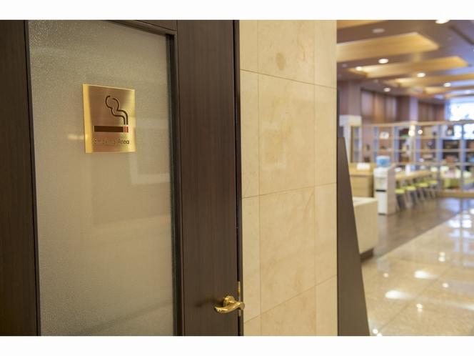 1階喫煙室入口