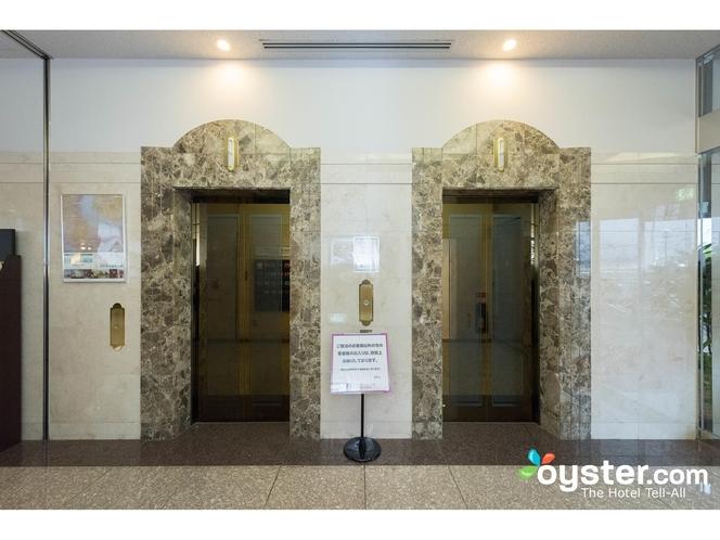 1階ロビー エレベーターホール