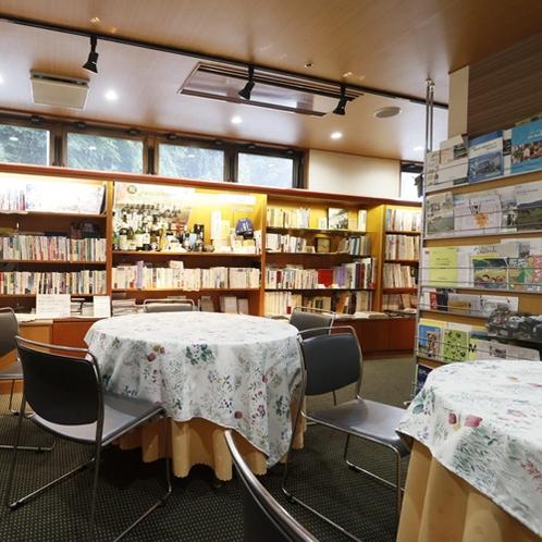 ロビー併設 図書コーナー