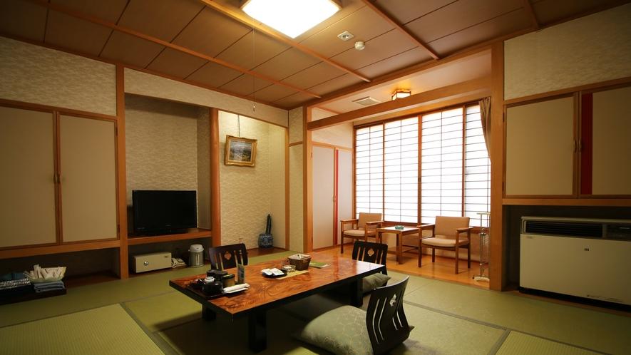【客室一例】10畳季節感じる中庭を眺める寛ぎの和室