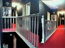 ★TV朝日・スーパーJチャンネルで撮影された部屋へと続く階段