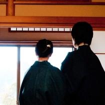 カップル:レトロな雰囲気の当館でほっこり2人旅