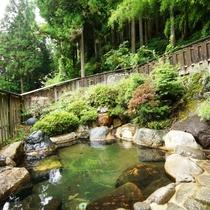 温泉_女性露天風呂:四季折々の自然と満点の星空が楽しめます