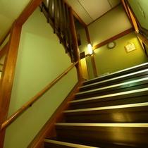 館内_2階への階段