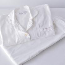レディースルームのパジャマは上下が分かれているタイプ
