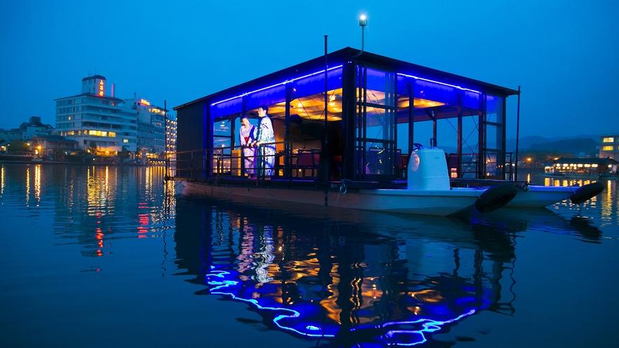 人気のcaffelオリジナルカフェ船でみくま川をサンセットクルーズ