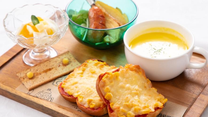 お子様朝食『マヨチーズトーストとサラダセット』※一例です