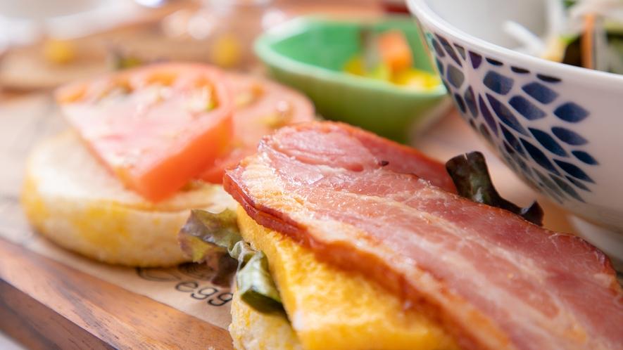 カッフェルの新しい洋朝食♪ イングリッシュマフィンと厚切りベーコン