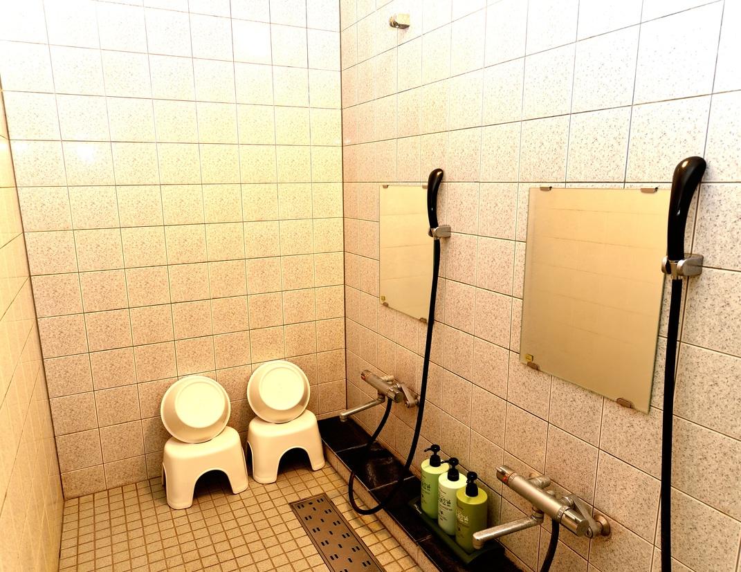 パブリック露天の洗い場は室内なので、冬でも安心です