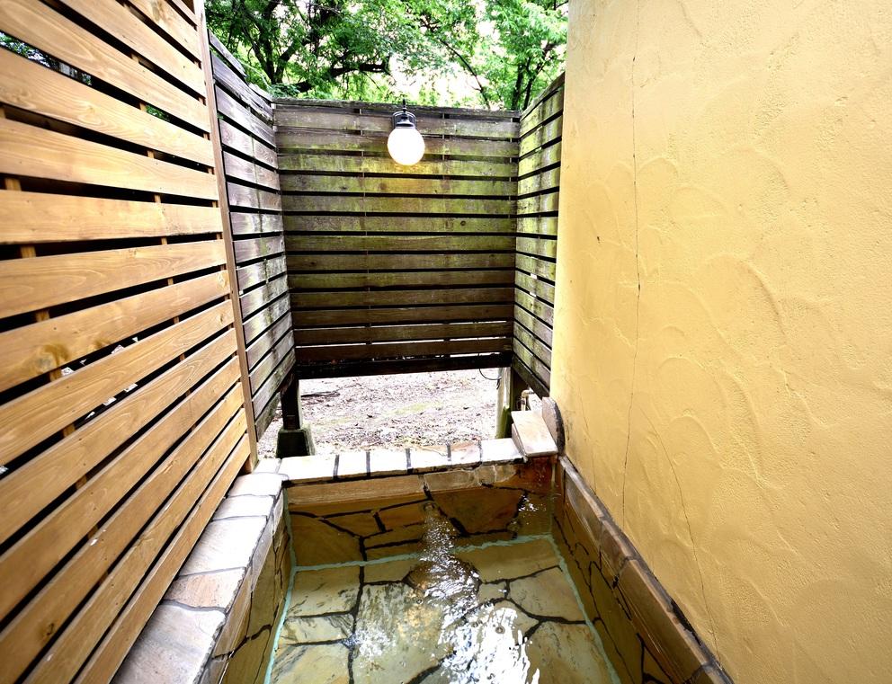 102号室露の客室天風呂です