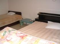 和洋室6畳ツインルーム