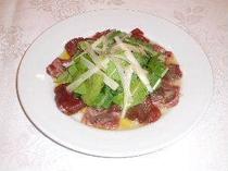 料理(桜肉のマリネ)