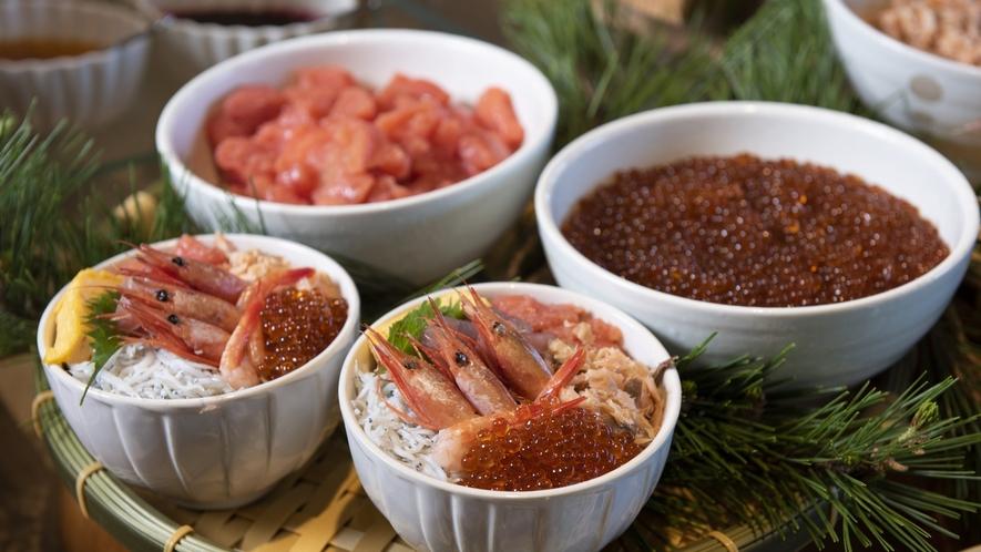 【朝食】朝からオリジナル海鮮丼が楽しめる/例