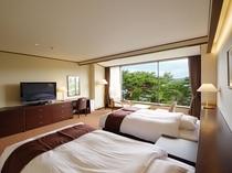 赤松越しのゆったりとした雰囲気が楽しめる松林側洋室ツインベッドルーム