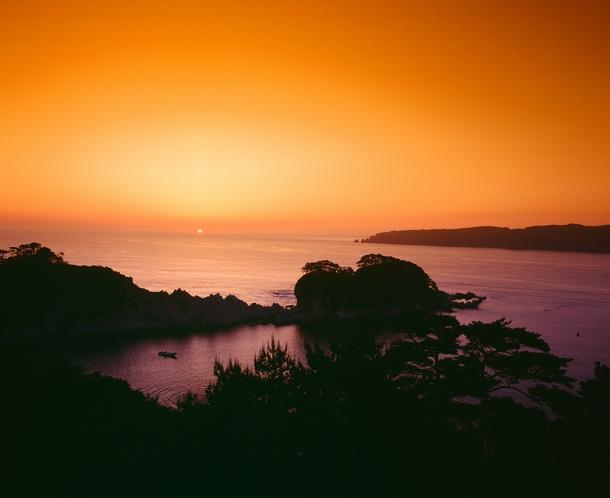 浄土ヶ浜の日の出(撮影6月頃)