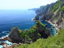 ホテルから約60km。海面からの高さ200mの大海食崖が連なる景色