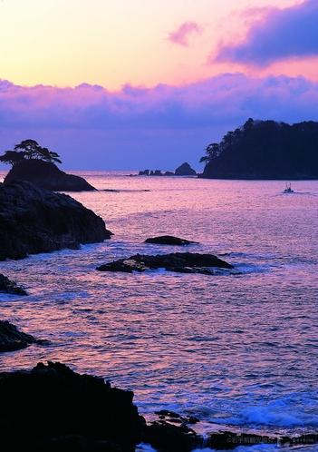ホテルから約一時間弱ほど走ると 高さ300mの赤褐色の断崖「船越半島」(山田町)