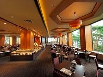 赤松越しに宮古湾を眺めながらの食事を楽しめます。ゆったりとした空間でのビュッフェをお楽しみください。